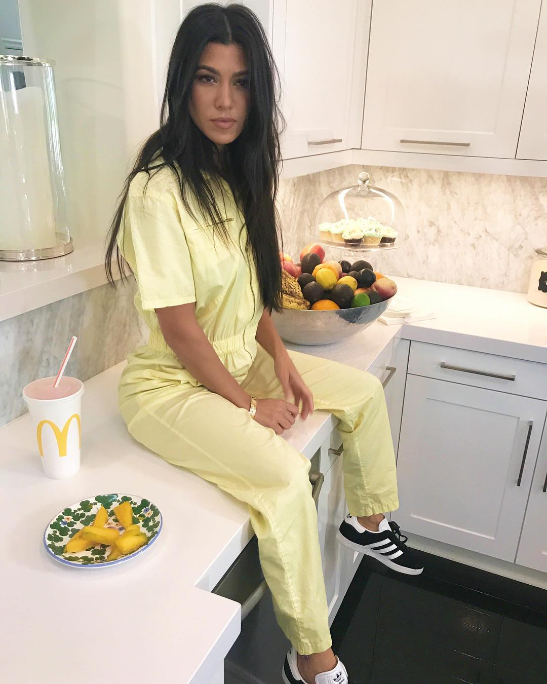 Kourtney kardashian est gr vida do 4 filho afirma site for What does kourtney kardashian do
