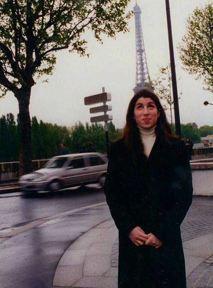 11. Amy Winehouse adolescente em Paris, no final dos anos 90. (Foto: Wenn)