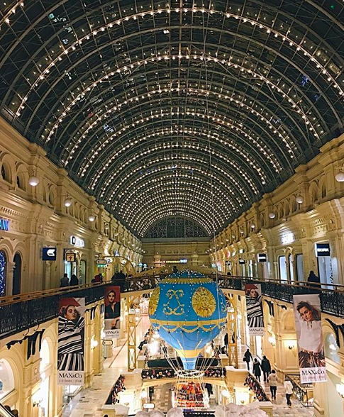 O GUM, como se chama o shopping, abriga as maiores grifes do planeta, como Chanel, Louis Vuitton, Burberry, entre outras. (Foto: Instagram)