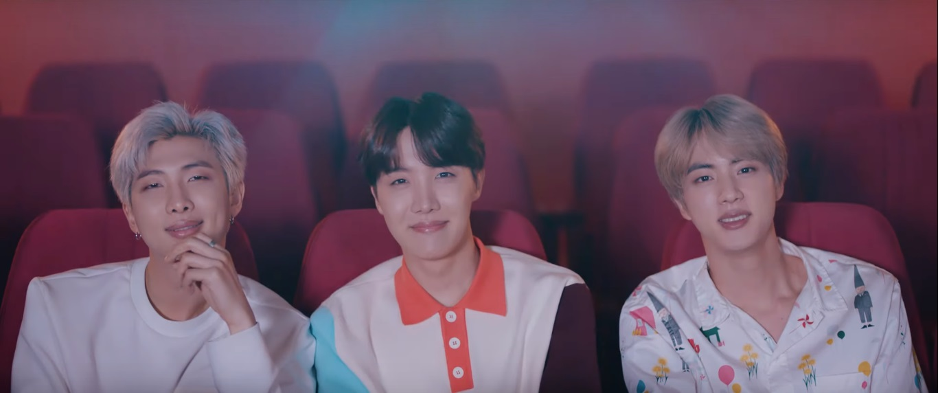 RM, J-Hope e Jin, membros do BTS, em cena do MV