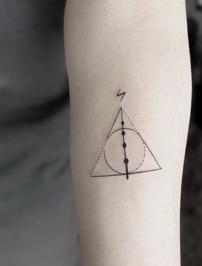 As Relíquias da Morte com a cicatriz do Harry Potter (Foto: Pinterest)