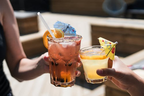 Maneire nos drinks. (Foto: Pexels).