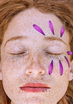 Use products specifically made for your type of skin (Photo: Pixabay)