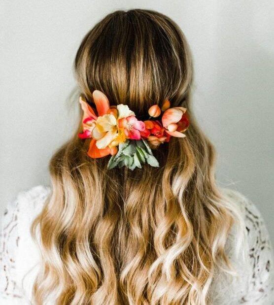 Arranjo lindo para penteado com o cabelo solto (Foto: Pinterest)