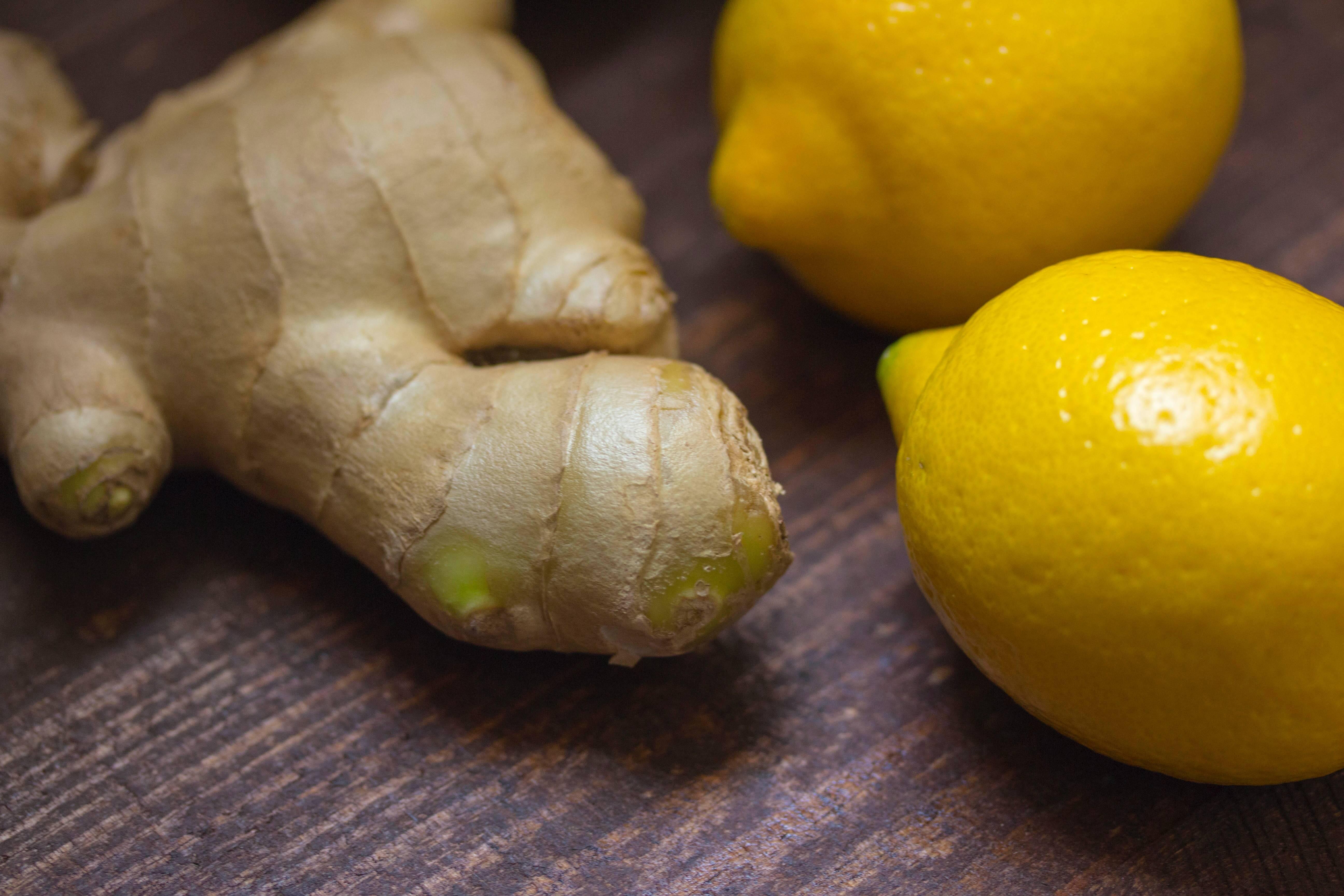 Gengibre - Pode ser ingerida na forma de chá, adicionada aos alimentos ou combinada com sucos, essa raiz ajuda a eliminar as toxinas do estômago e traz benefícios como antioxidante. (Foto: Pexels)