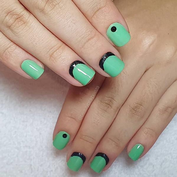 Os detalhes podem vir apenas em algumas unhas. (Foto: Instagram/ @beautypinkbeleza)