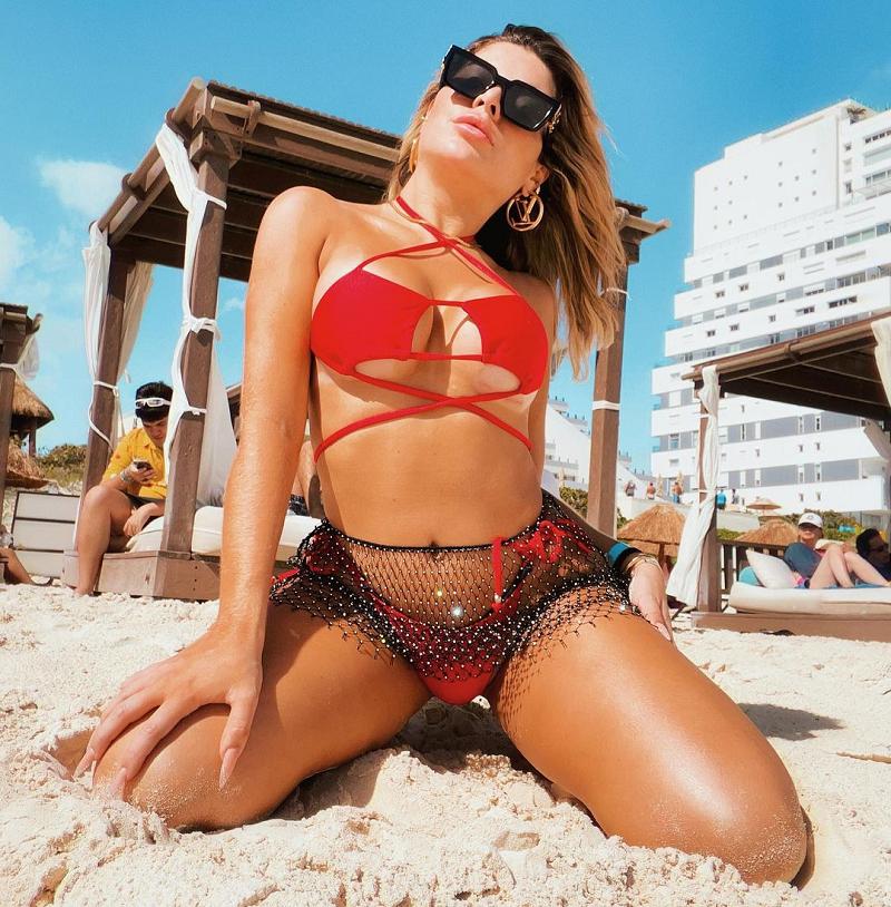 A influenciadora Gessica Kayana bombou na web com esse modelo vermelho. (Foto: Instagram/ @gessicakayane)