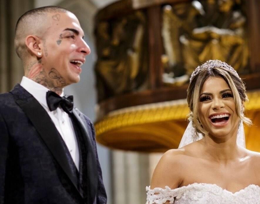 A foto de 2018 se destaca, por ser a do casamento do casal! (Foto: Instagram/ @lexa)