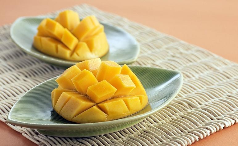 Ajuda a manter o nível de pressão arterial baixo - A fruta é rica em magnésio e potássio, o que mantém a pressão sanguínea na média e os vasos sanguíneos relaxados. (Foto: Pixabay)