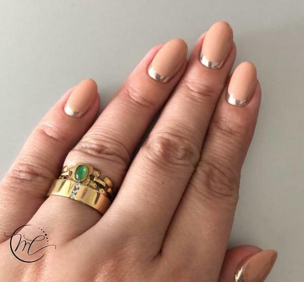 Mas se a intenção for arrasar, aposte no prata e dourado para o detalhe. (Foto: Instagram/ @martacabral_1)