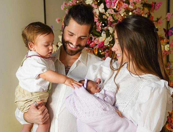 Alok e Romana Novais são pais de Davi, de 1 ano, e Raika, de 5 meses (Foto: Instagram/ @romananovais)
