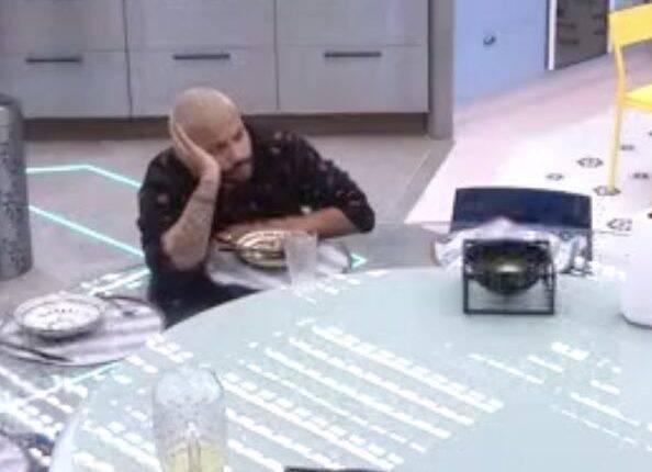 O rapper chorou após a eliminação de seu amigo (Foto: Reprodução/Globo)