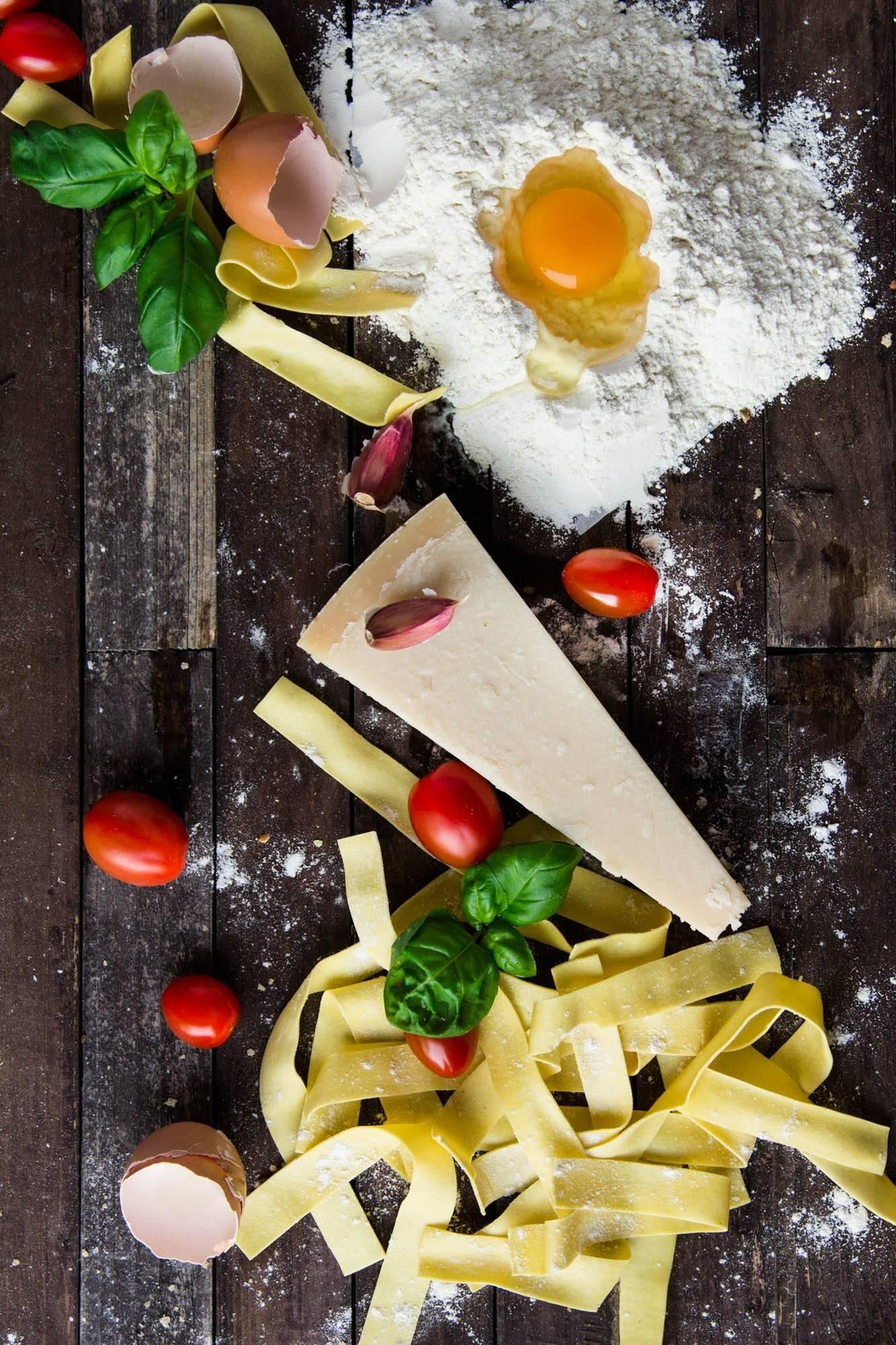 2 ovos; 2 gemas; 200g. massa seca; 60g. queijo ralado; sal e pimenta e 150g. Bacon. (Foto: Pexels)