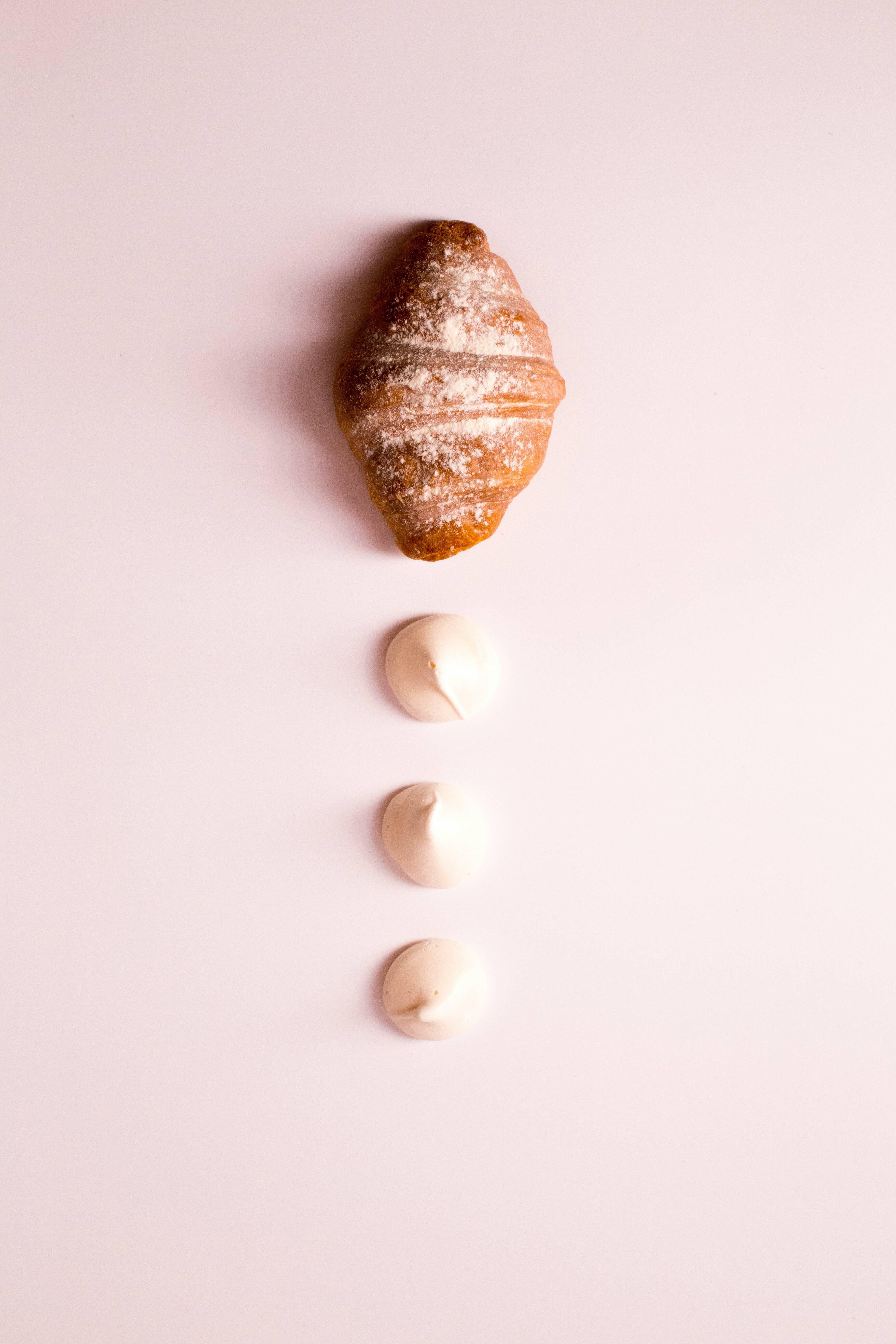 Uma folha de massa folhada; 16 onças de chocolate e um ovo (opcional). (Foto: Pexels)