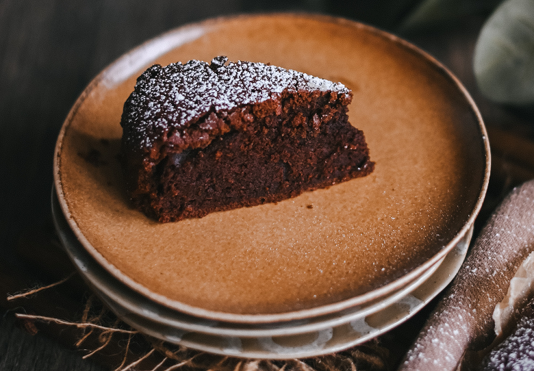 Aprenda a fazer um delicioso bolo de café para o lanche! Confira o passo a passo: (Foto: Unsplash)