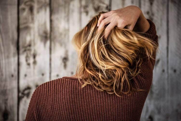 7 - Tenha paciência para pentear e desembaraçar os cabelos - Nada de rapidez e agressividade nesse processo, pois quebra e danifica os fios. Invista em um pente com cerdas largas ou uma escova grande e penteie com cuidado e paciência. (Foto: Pixabay)