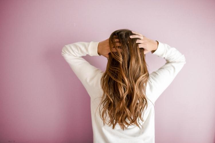 3 - Massageie o couro cabeludo - Dica de ouro! Para ativar a microcirculação no couro cabeludo e estimular o crescimento dos fios, faça uma massagem no couro cabeludo regularmente. (Foto: Pixabay)