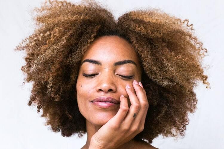 4 - Use os produtos específicos para o seu tipo de cabelo - Essa indicação é simples, mas essencial para o dia a dia. Para manter os cabelos bem cuidados, utilize produtos destinados apenas para o seu tipo de cabelo. (Foto: Pixabay)