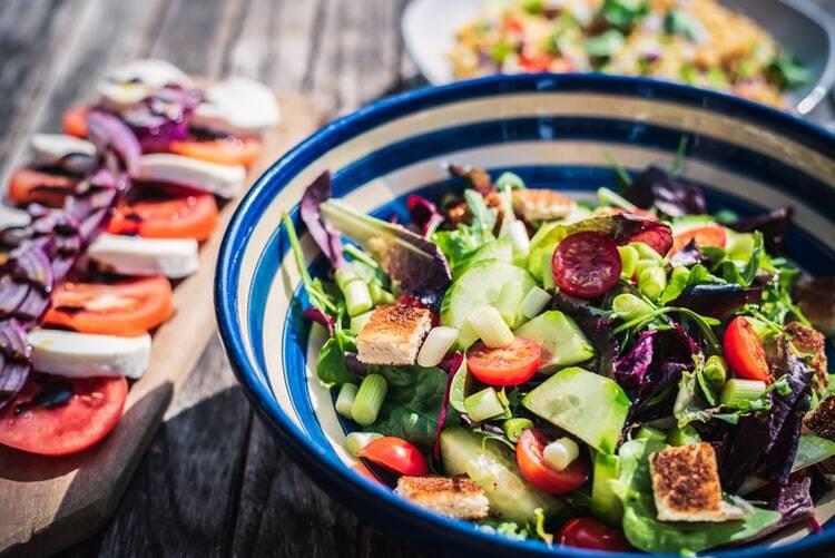 Salada colorida. (Foto: Unsplash)