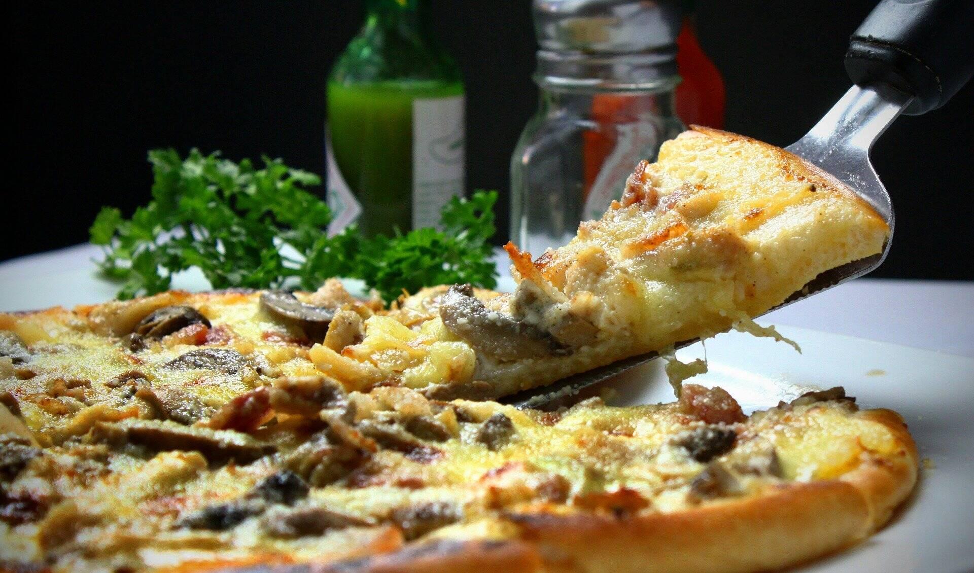Ingredientes: (Para 1 pizza ) - Massa - 160 gramas de purê de abóbora / abóbora cozida (assada ou micro-ondas); 50 gramas de qualquer farinha de trigo integral; 30 gramas de aveia ou farelo; 1 ovo e Sal e pimenta. Para o recheio - Queijo cremoso / ou queijo com baixo teor de gordura e Molho de tomate caseiro de preferência. (Foto: Pexels)