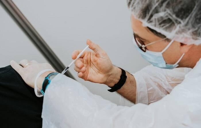 Segundo a Fiocruz, a entregas das vacinas de Oxford-AstraZeneca foram afetadas devido a complexidade da implantação da produção.(Foto: Unsplash)