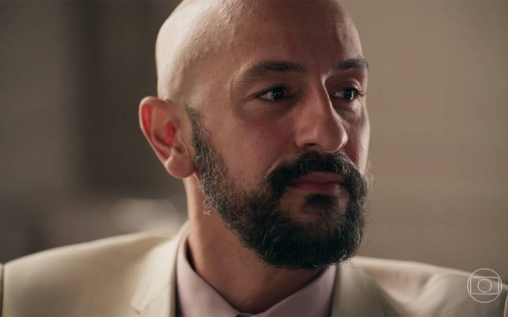Já o milionário mau-caráter interpretado por Irandhir Santos deve terminar assassinado.(Foto: Globo)