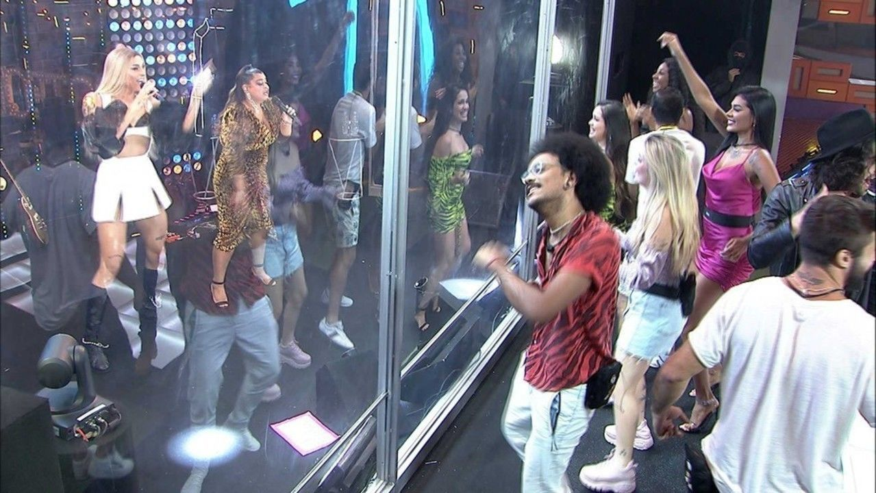 Os confinados curtiram o show bem de perto (Foto: Reprodução/Globo)