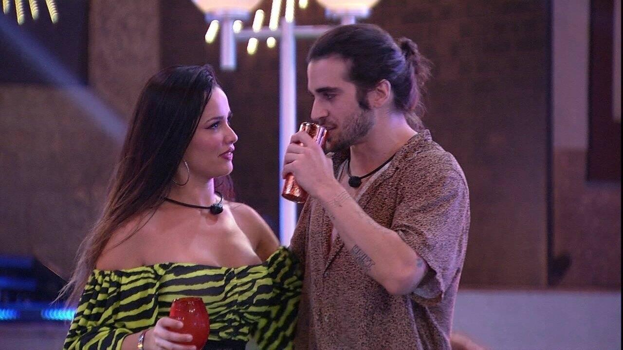 Fiuk e Juliette se aproximaram várias vezes durante a festa (Foto: Reprodução/Globo)
