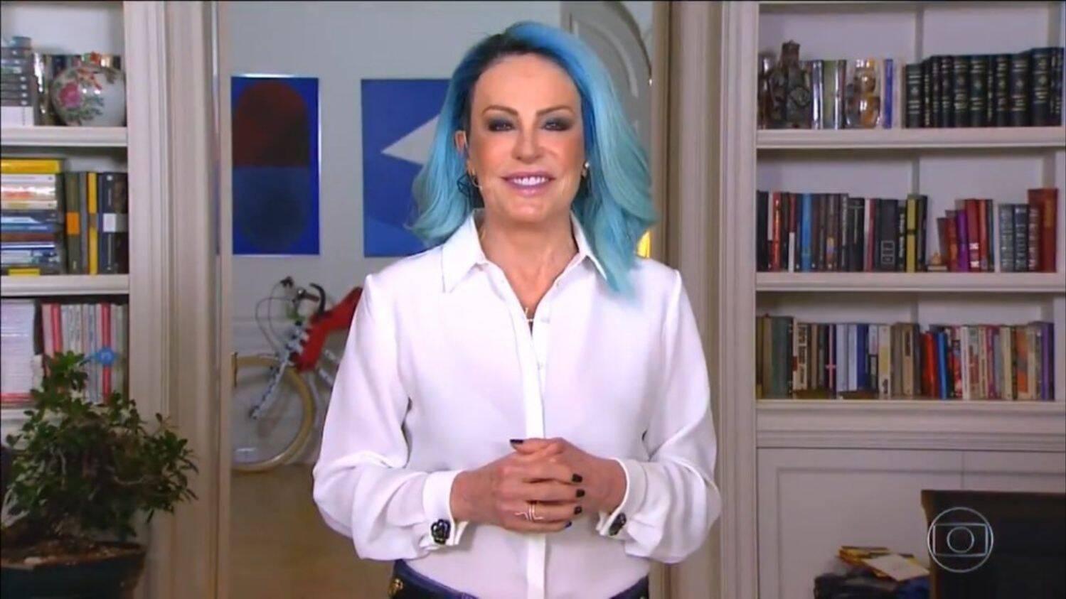 Em 2021 a apresentadora quis renovar no visual e apostou na cor azul. (Foto: Reprodução/ Pinterest)