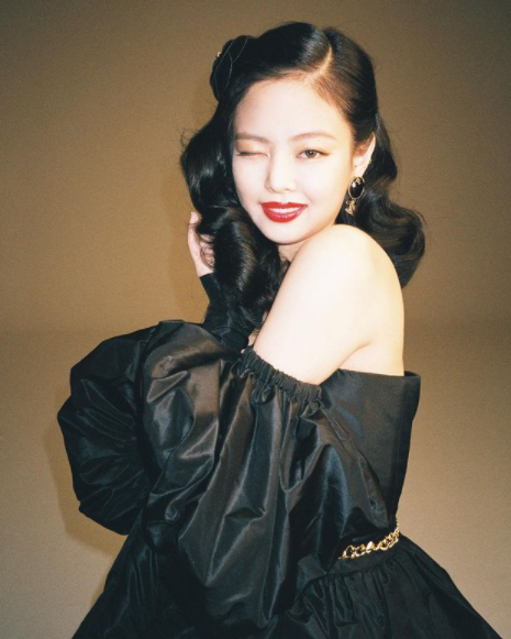 Elegante e carismática: Jennie Kim. (Foto: Instagram/ @