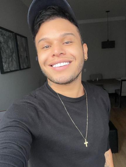 O relacionamento dele com Gabi Martins é um dos mais comentados nas redes sociais (Foto: Instagram/ @tierry)