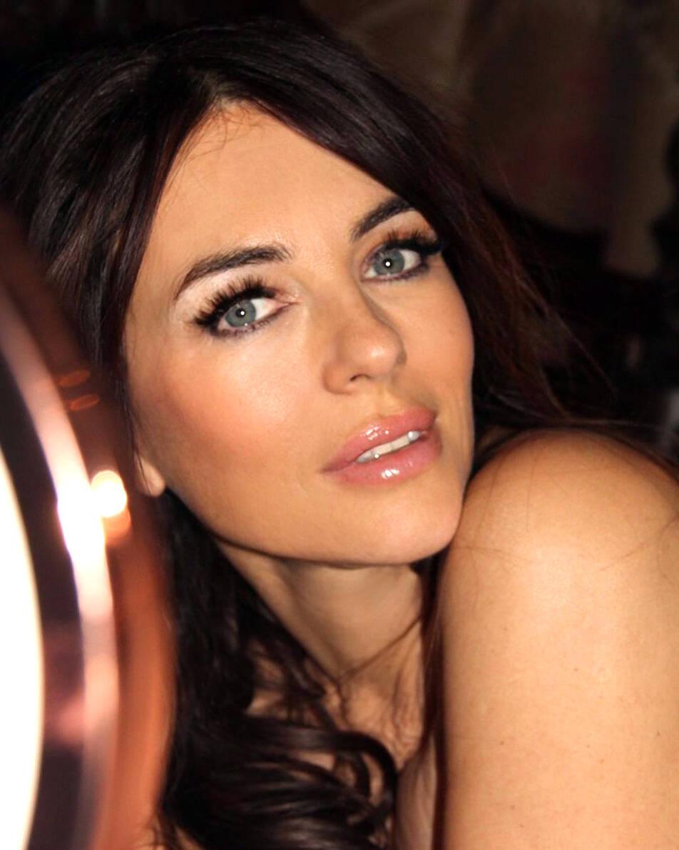 Elizabeth Hurley: É uma modelo inglesa, atriz e estilista de moda, conhecida como exemplo de