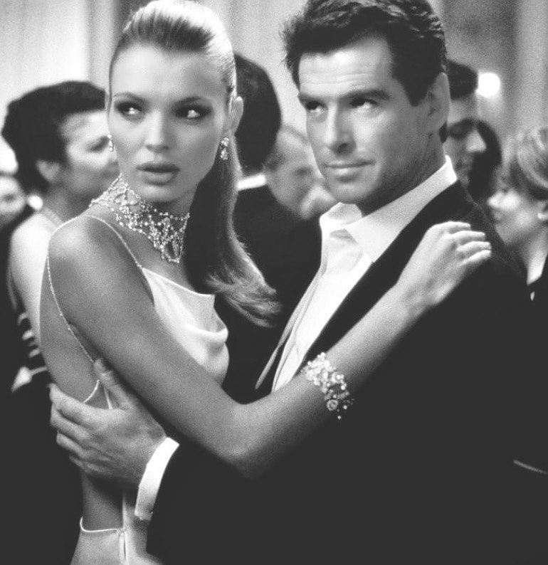 Esther Cañadas: A modelo espanhola atuou ao lado do famoso Pierce Brosnan no filme The Thomas Crown Affair. Participou também de Torrente 2: Missão Marbella e The True Story of Fanny Kemble - filme para TV (Foto: Reprodução / Instagram)