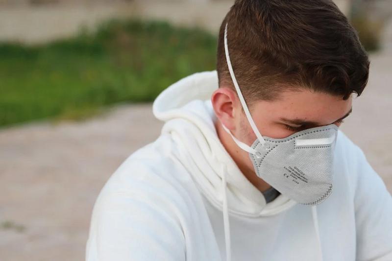 Estudo americano aponta que jovens que já foram infectados com a Covid-19 podem não apresentar imunidade total contra reinfecções. (Foto: Pixabay)