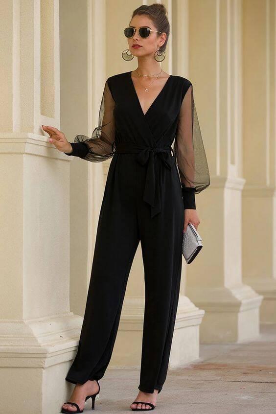 O preto básico com mangas é sempre uma escolha mais elegante e sóbria (Foto: Pinterest)
