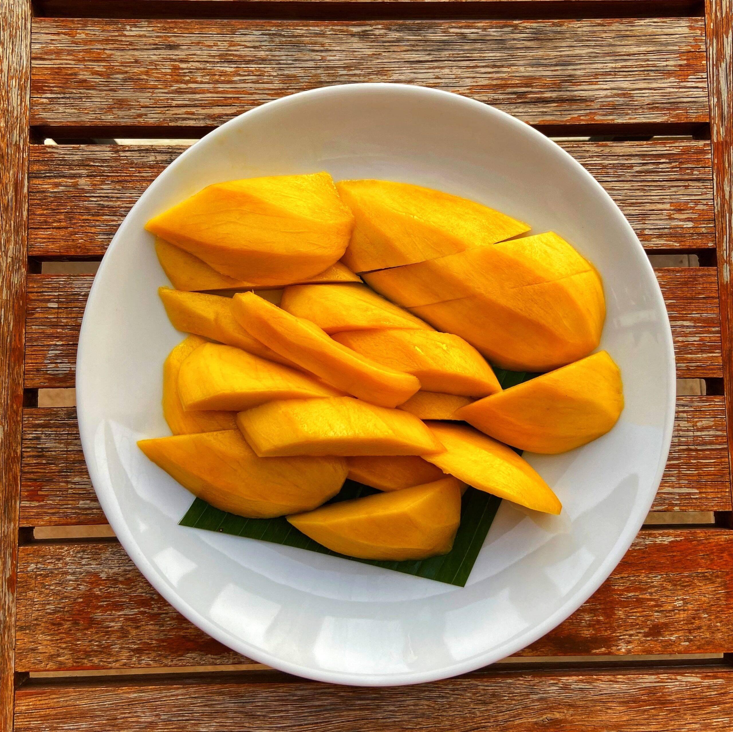 Aposte nas frutas, como a manga (Foto: Pixabay)