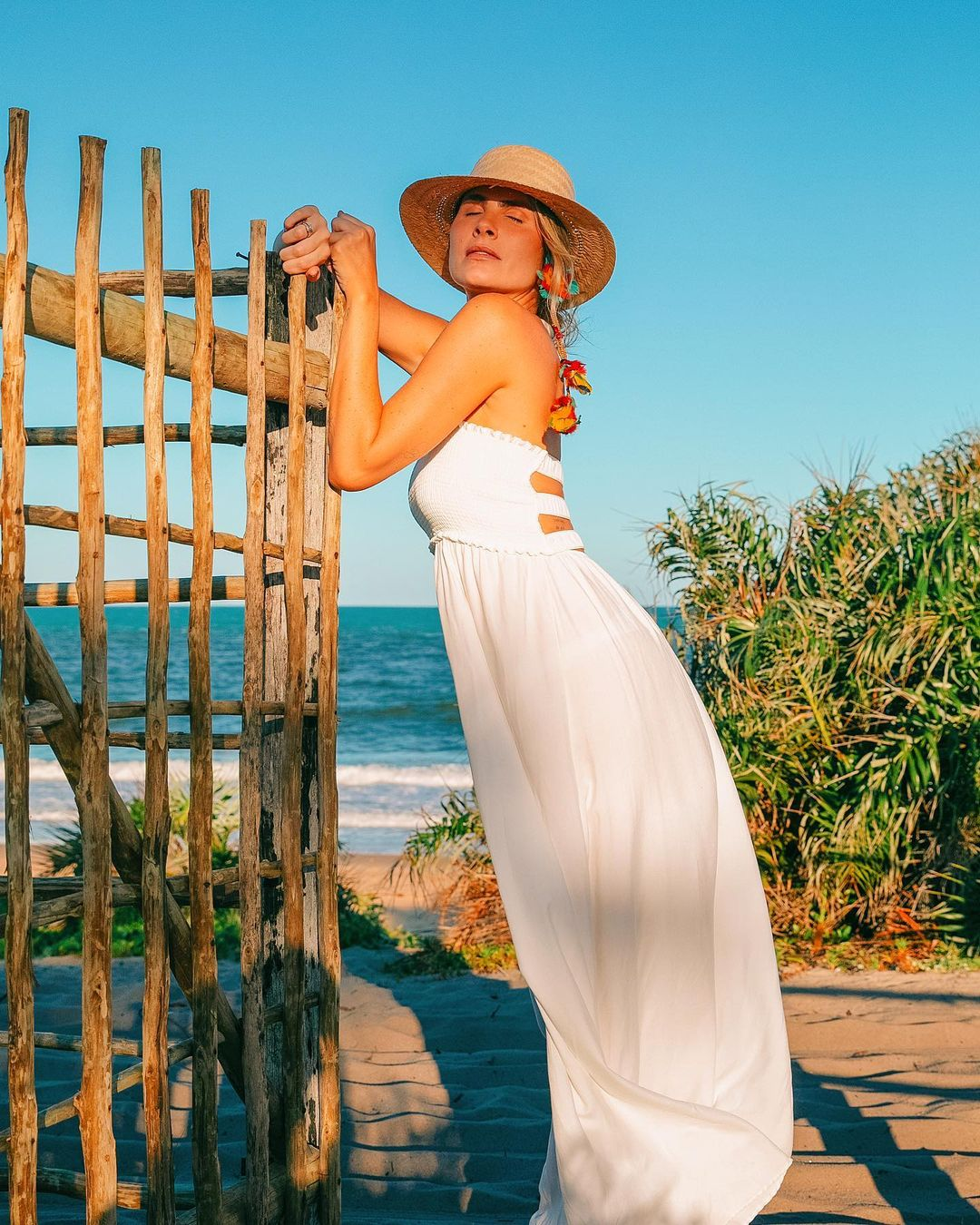 A atriz Julia Faria é apaixonada por vestidos longos. (Foto: Instagram/ @juliafaria)