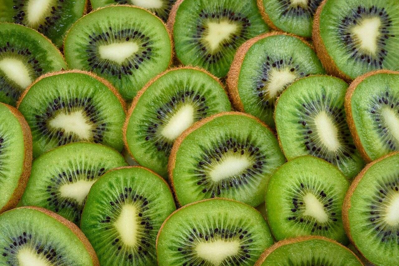 O Kiwi é capaz de reduzir a resistência a insulina e fortalece o sistema imunológico (Foto: Pixabay)