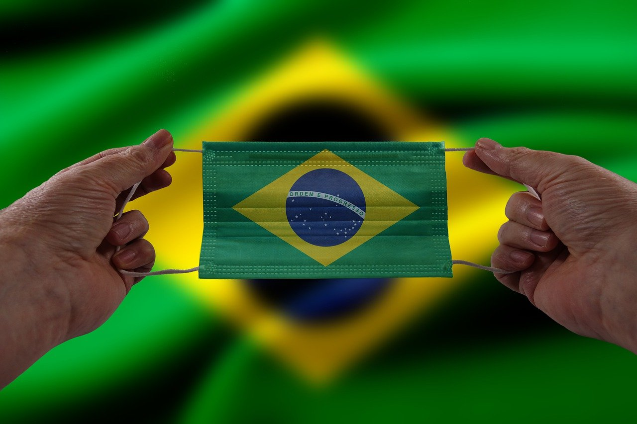 A taxa de contaminação no Brasil finalmente caiu, após permanecer em alta desde dezembro (Foto: Pixabay)