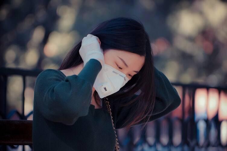 """""""Com a alteração, eles deixam de se ligar com tanta eficácia"""", explica uma reportagem da TV NHK-World Japan sobre a ação vacina-vírus. (Foto: Unsplash)"""
