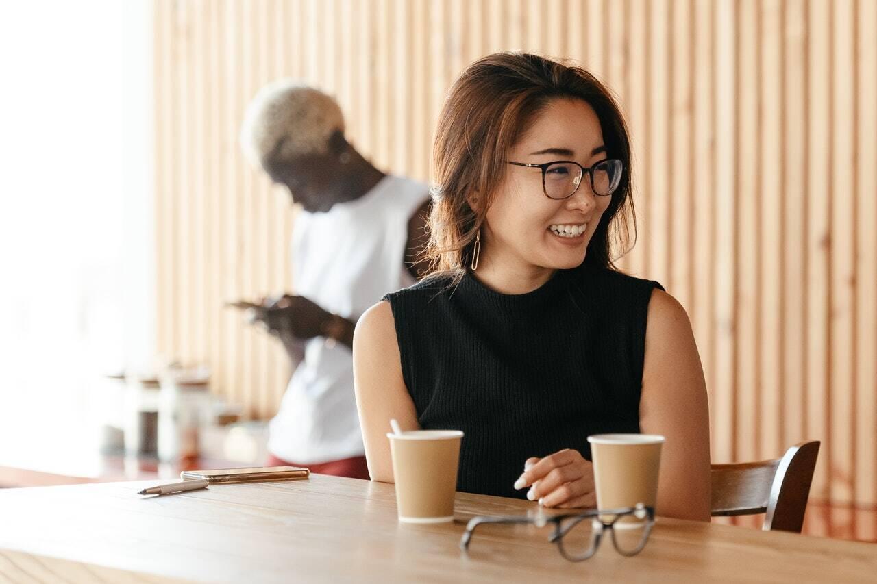 O benefício do café não se resume apenas ao seu efeito estimulante, que aumenta a energia, concentração e disposição para as tarefas diárias. Ele conta, também, com nutrientes (como as vitaminas do complexo B, cafeína, potássio e cálcio) que ajudam a proteger o sistema respiratório, aumentam o desempenho físico e promovem a perda de peso, pois aumentam o gasto calórico do tecido adiposo. (Foto: Pexels)