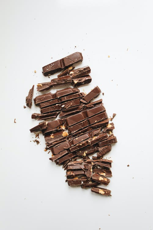 Ingredientes: 1 xícara de chá de manteiga ou margarina; ½ xícara de chá de farinha de trigo; 250 g de chocolate meio amargo; 5 ovos; 3 xícaras de açúcar e sal à gosto. (Foto: Pexels)