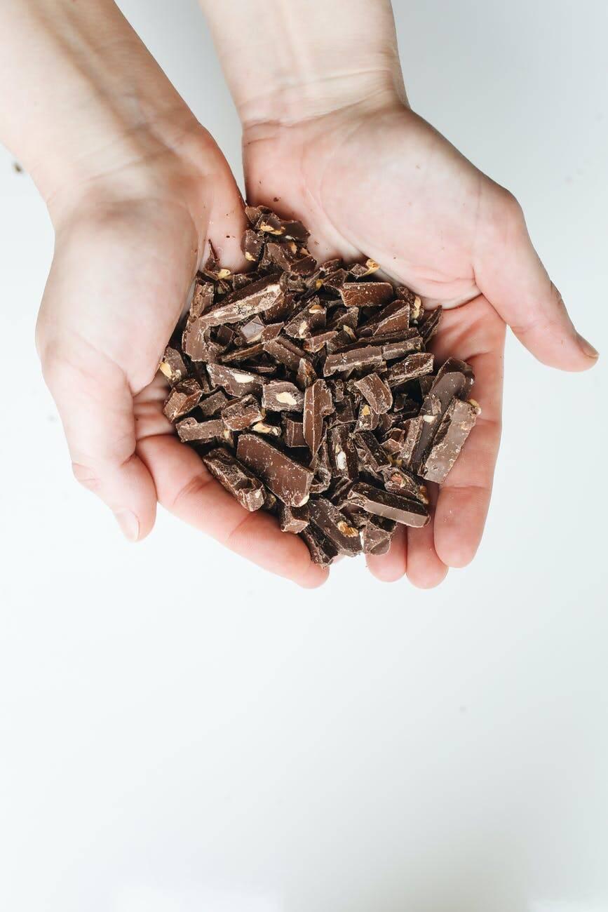 Ingredientes: 200g de chocolate meio amargo; ½ caixa de creme de leite e ½ caixa de leite condensado. (Foto: Pexels)