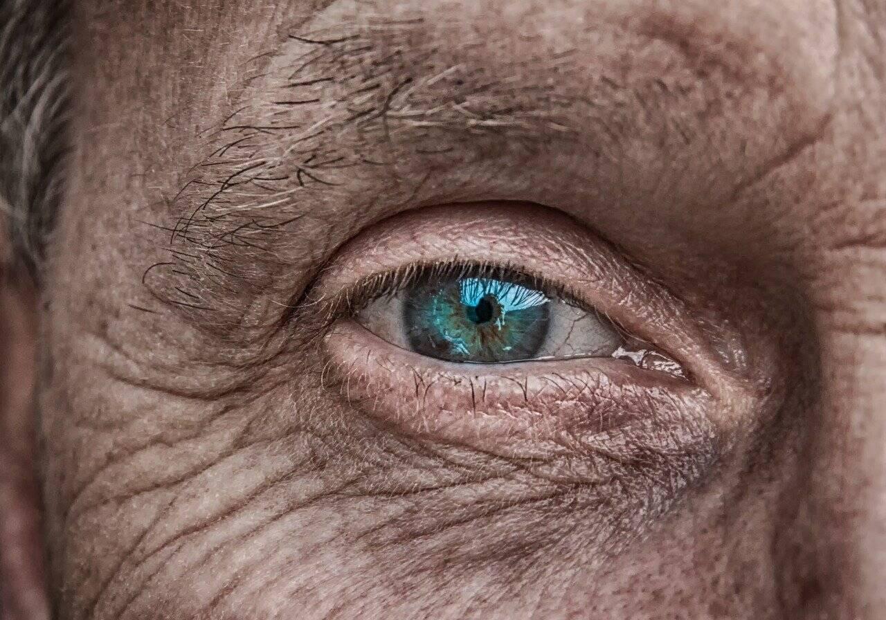 Os olhos também sofrem com o vírus (Foto: Pixabay)
