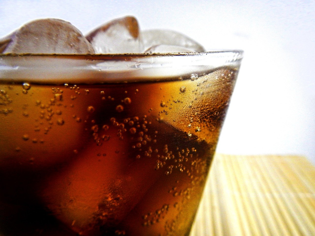 Não abuse de bebidas gasosas (Foto: Pixabay)