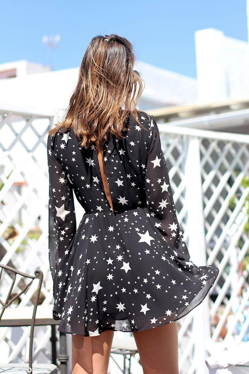 Até em vestidos mais simples de verão (Foto: Reprodução/ Pinterest)