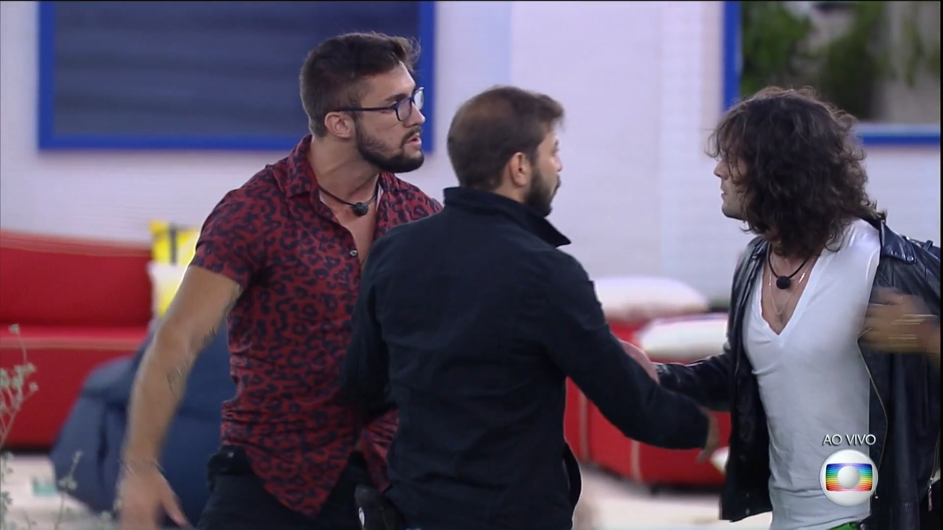 Caio e João separaram os dois (Foto: Reprodução/Globoplay)