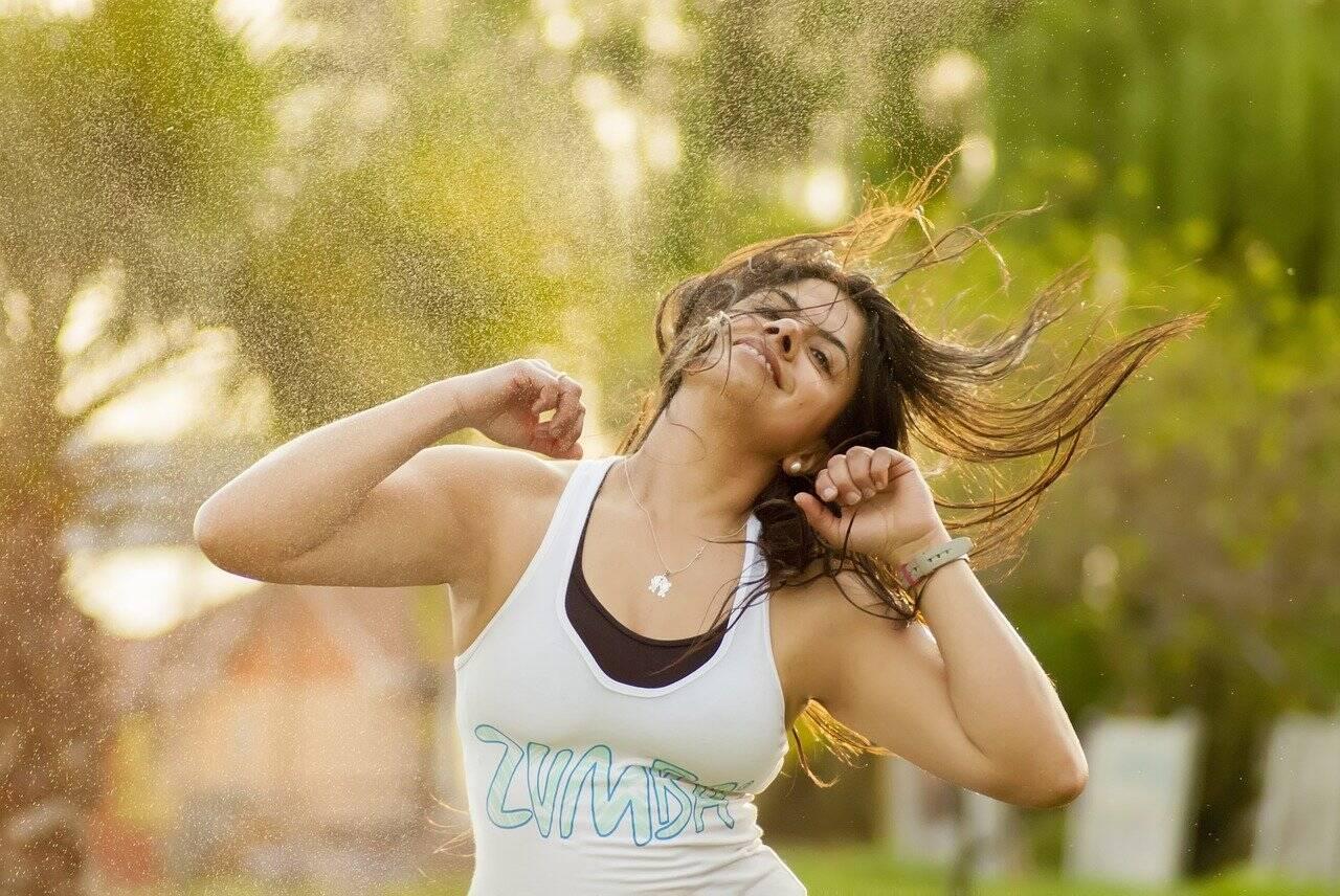 Quando a pessoa se envolve com a dança, é quase imediata a elevação da autoestima e a sensação de bem-estar. (Foto: Pixabay)