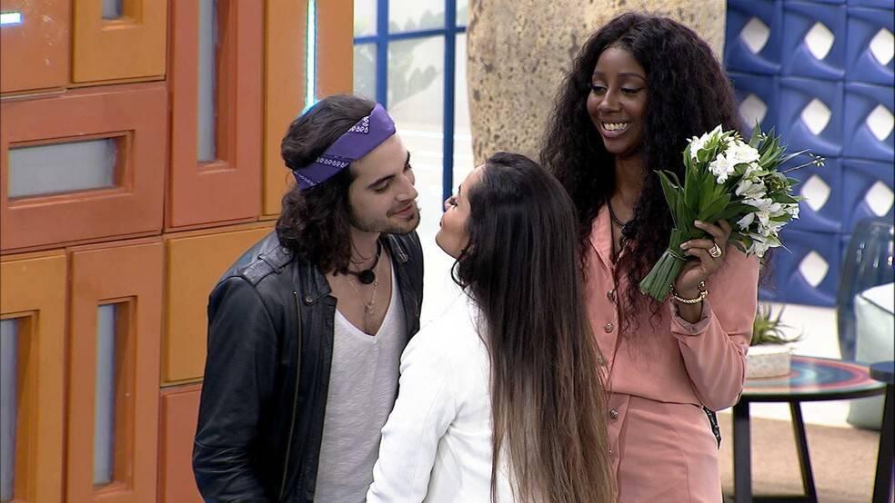 Com o incentivo de Camila. (Foto: Globo)