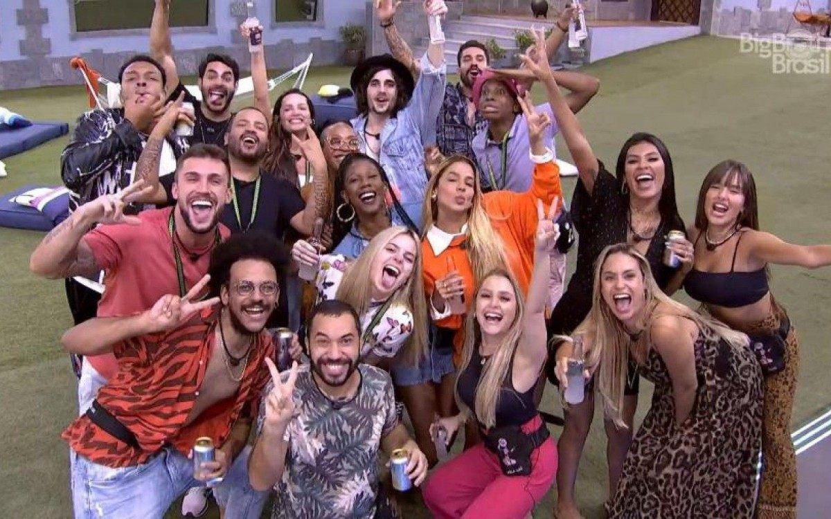 Já no BBB21, a final é disputada por Fiuk, Camilla de Lucas e Juliette (Foto: Reprodução/Globo)